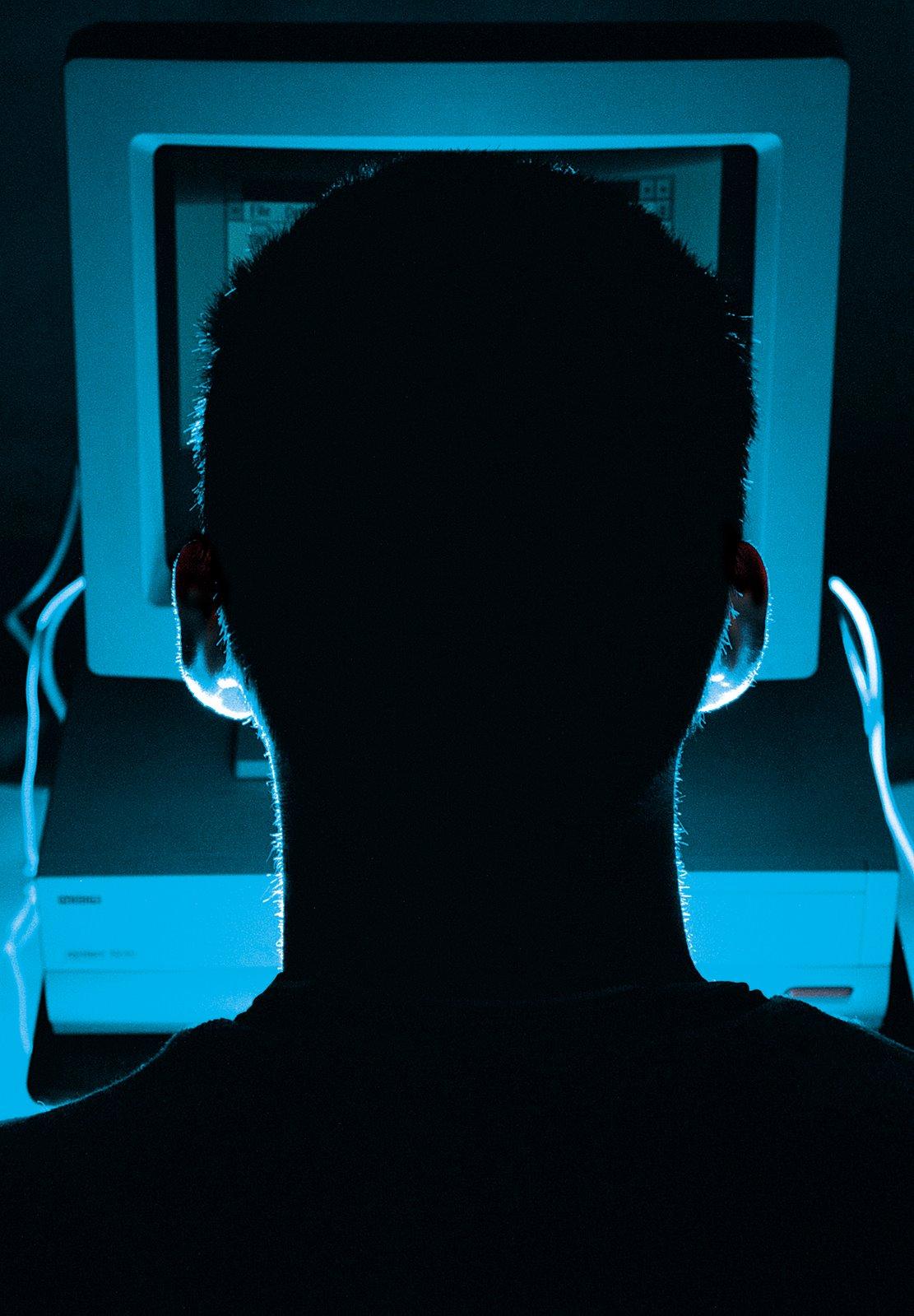Hacker russo vende 1,5 milhão de contas do Facebook em fóruns