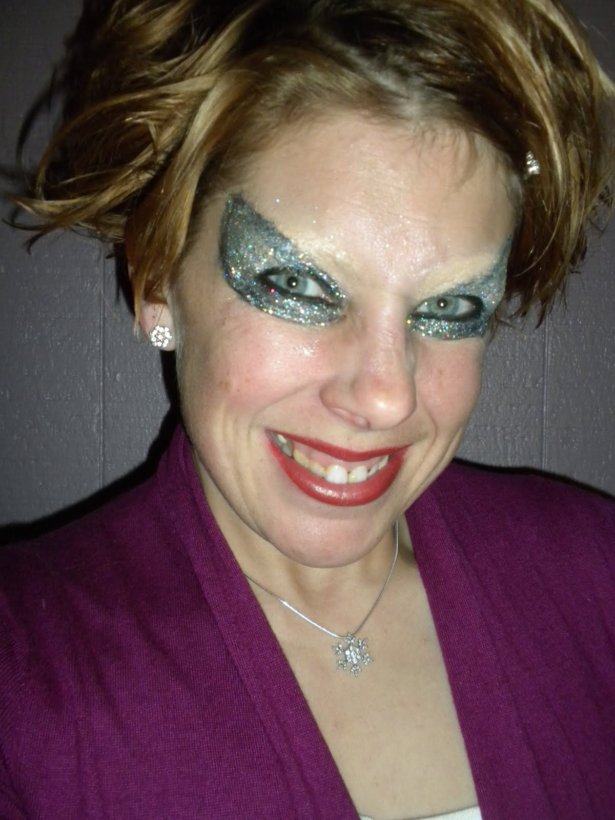 Displaying 19> Images For - Really Bad Makeup...