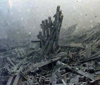 http://3.bp.blogspot.com/_e3gDaHO8VLQ/Rgdzx2ISGOI/AAAAAAAAA0s/khVG9ZQvs9E/s320/wtc_debris.jpg