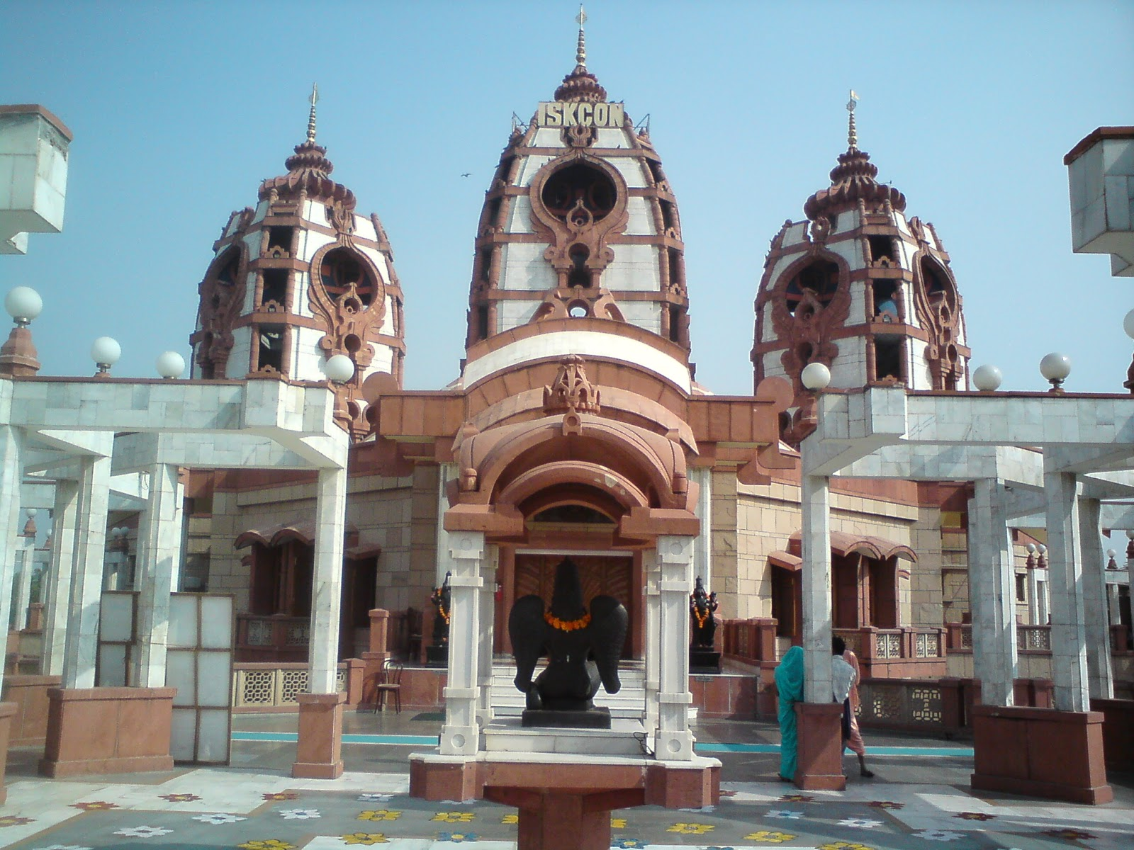 first iskcon temple