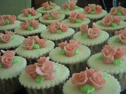homemade sugarpaste- roses cupcakes