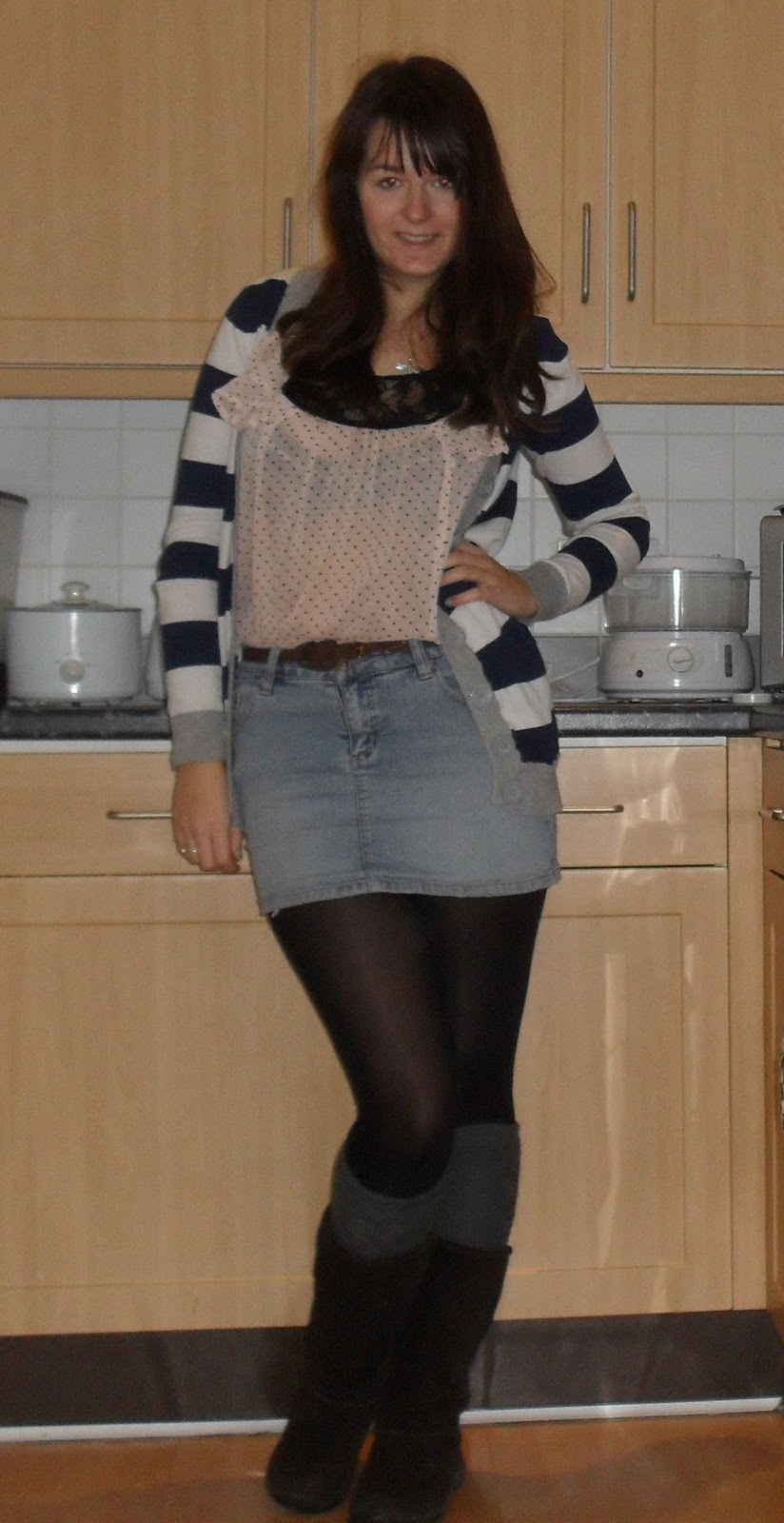 how to wear a denim skirt with tights