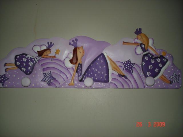 Perchero hadas violeta precio $70