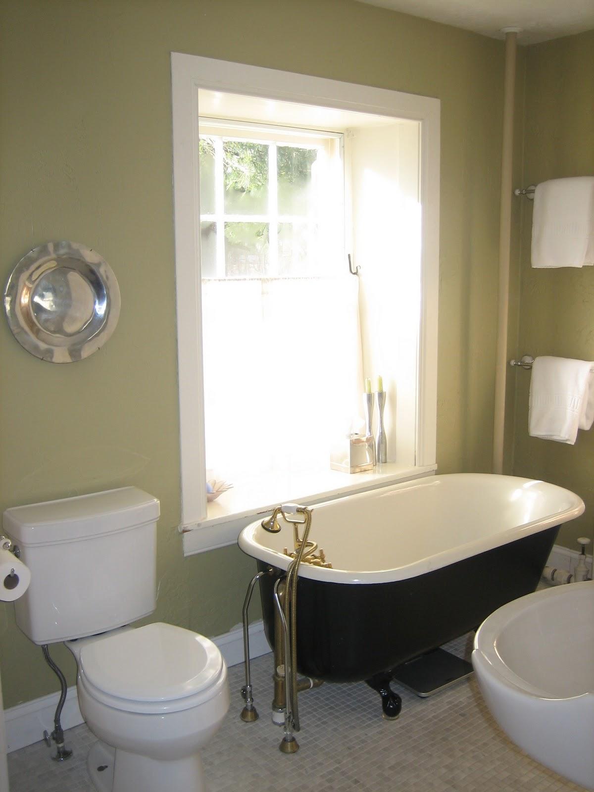 http://3.bp.blogspot.com/_eBMH_E_raPk/TUiOcYyLXDI/AAAAAAAAFi4/KhplJh_3wME/s1600/bathroom%2Bredo%2Btub.JPG
