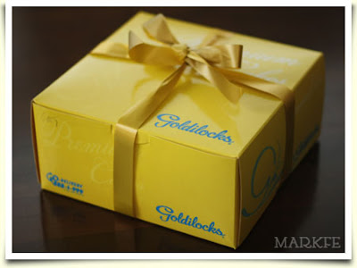 goldilocks-box-with-ribbon