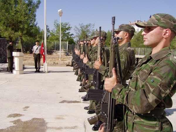 Asker kaçaklarının sayısı bir ülke ordusunun asker sayısını