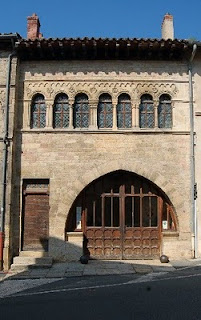 Cluny-romanesque house with claires-voies