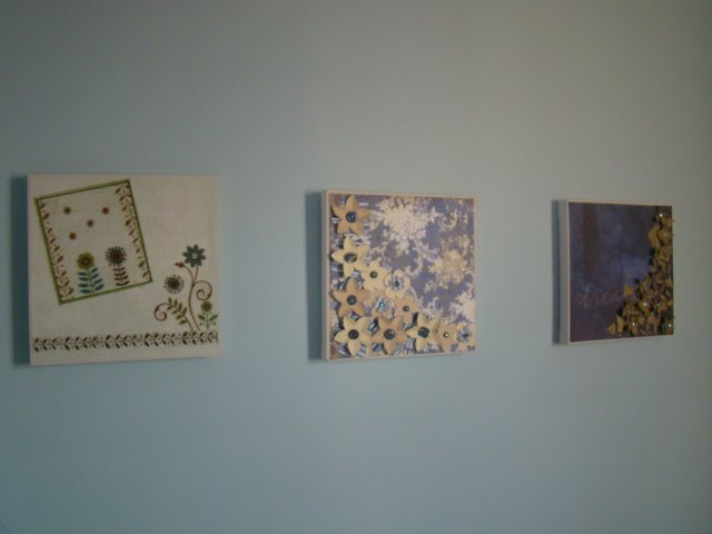 três telas na parede