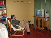 Mirando TV.. después de un arduo día de trabajo