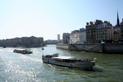 Île Saint-Louis (left), and Île de la Cité (right)