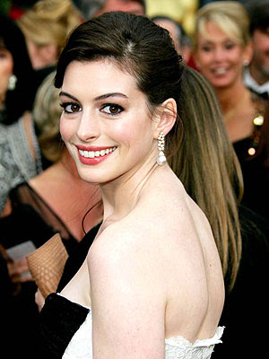Anne Hathaway hosts repeat Saturday Night Live on Sept. 5 Examiner.com - Aug 26, 2009 The October 2008 Saturday Night Live program featuring Anne Hathaway as host will be rebroadcast on Sept. 5, NBC announced this afternoon. ...
