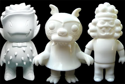 Super7 San Diego Comic Con 2009 Exclusive Monster Family Blank 3 Pack - Steven the Bat by Bwana Spoons, Holis by Le Merde &amp; Rose Vampire by Josh Herbolsheimer
