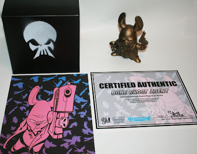 Argonaut Resins x Sam Fout Bone Ghost Agent Wave 2 - Gold 'Cursed Idol' Agent G with Regular Pistol Variant, Packaging, Certificate of Authenticity & Mini-Print