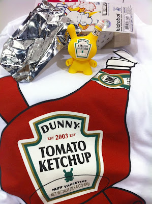 San Diego Comic-Con 2010 Exclusive Sket One Condiment Combo Pack by Kidrobot: 3 Inch Mustard Dunny & Sketchup T-Shirt