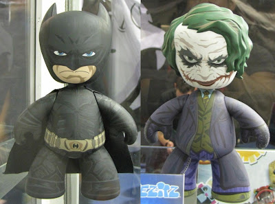 FIRST LOOK: DC Universe The Dark Knight Batman and The Joker Mez-Itz Vinyl Figure 2 Pack