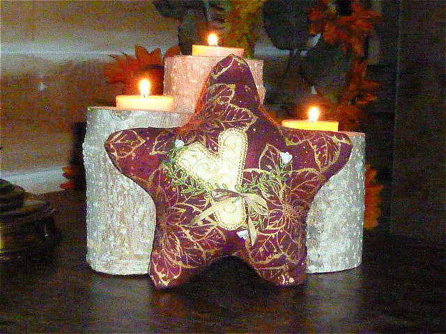 Decorating my tin shack pink saturday christmas for Decorating tins for christmas