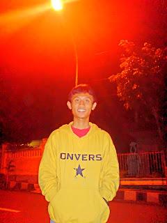 boulevard76: Hantu Pocong Nampang di Bioskop Batu