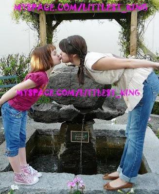 secreto revelados... - Página 4 Joey-king-selena-gomez-kiss-thumb-437x533