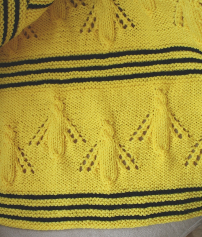 Yarn Bee Knitting Patterns : All Knitted Lace: Buzzy Bee Baby Blanket