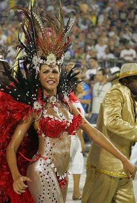 mujer semi desnuda en sambodromo carnavales 2008