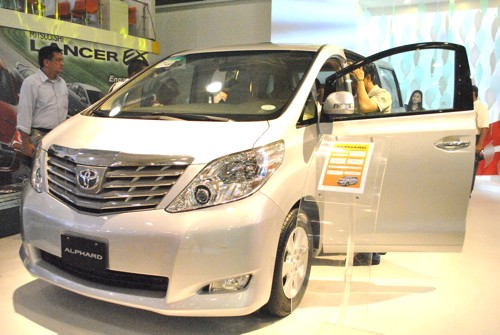 2011 Toyota Alphard Luxury MPV Front View