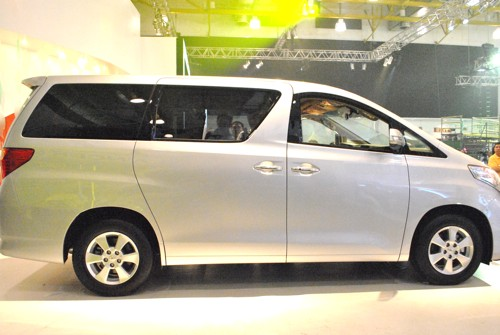 2011 Toyota Alphard Luxury MPV Side View