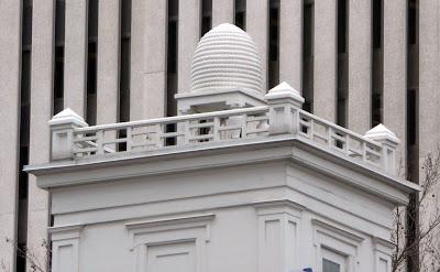 http://3.bp.blogspot.com/_eVUWcwzqgK8/SE4iOFmWmHI/AAAAAAAABUs/2ht1Kz5c7VE/s400/beehive+house+top.jpg