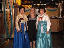 turiste coreane alla prima serata di gala