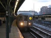 Tren R68A No. 5058 en la Octava Avenida, Brooklyn, el 21 de enero de 2006. Foto Oren's Transit Page