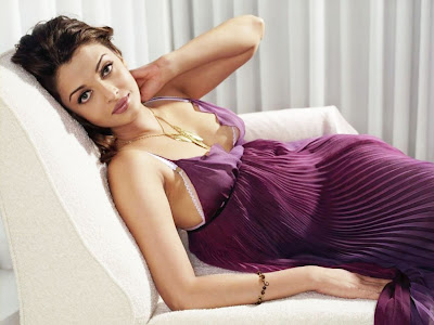 Latest Hottest Bollywood Actress Aishwarya Rai Bachchan Scenes Images 2010