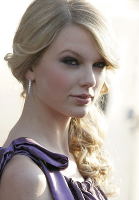 Taylor Swift 2010 Medium Curly Haircuts for Women