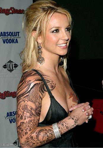 Checkout these Britney Spears hip tattoo pictures.