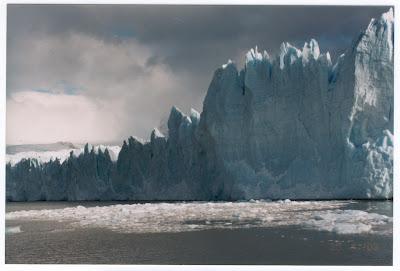 Os blocos de gelo vão caindo