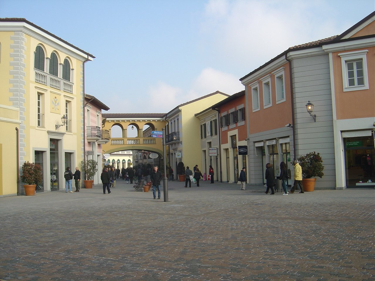 Right to fashion serravalle designer outlet for Serravalle designer outlet