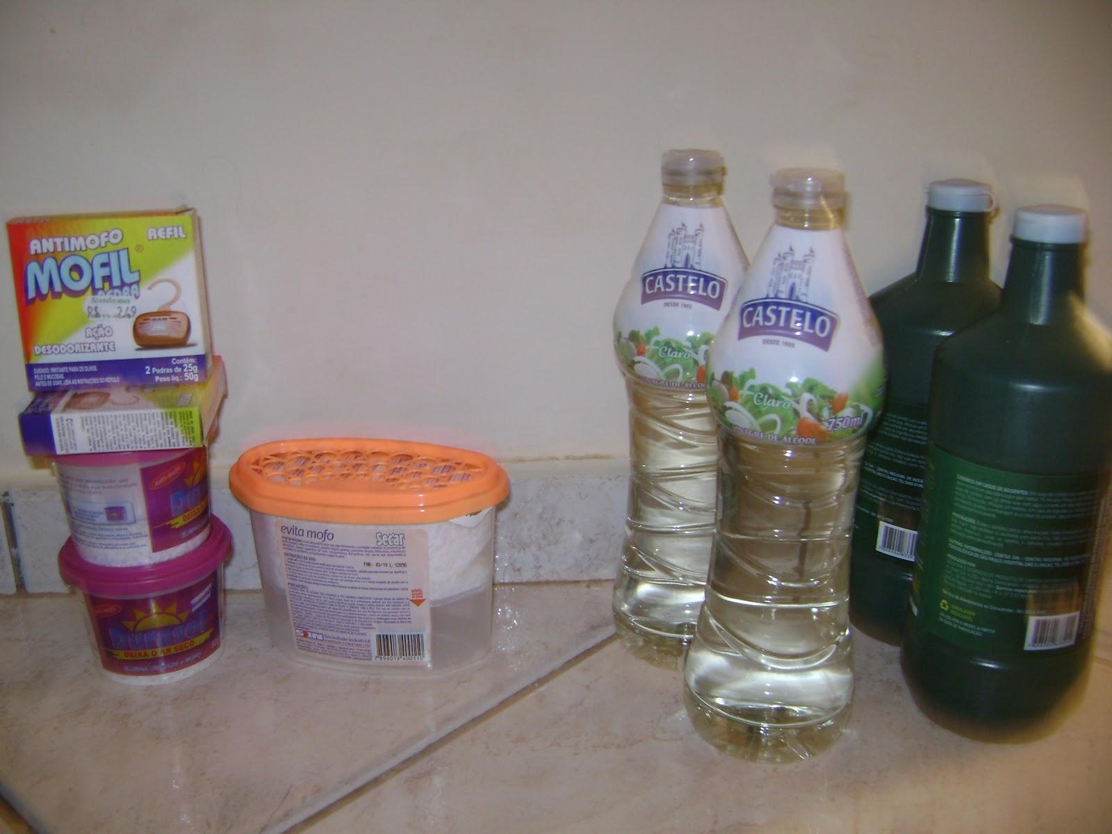 Estou tentando limpar a casa móveis e roupas com vinagre água  #9E502D 1600x1200