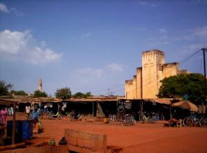église catholique et mosqué