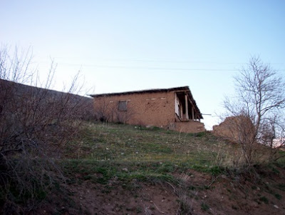 Hititler ve Keltler de muhtemelen evlerini aynı tarzda yapıyorlardı.