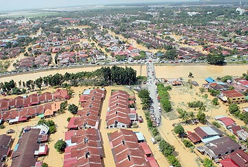 http://3.bp.blogspot.com/_e_Zh6BuFw8k/TNNB6ELRhaI/AAAAAAAAAME/ezUfuaLZQhs/s1600/segamat_teruk_banjir.jpg