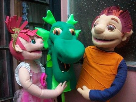 """Títeres """"El dragón y la princesa"""""""