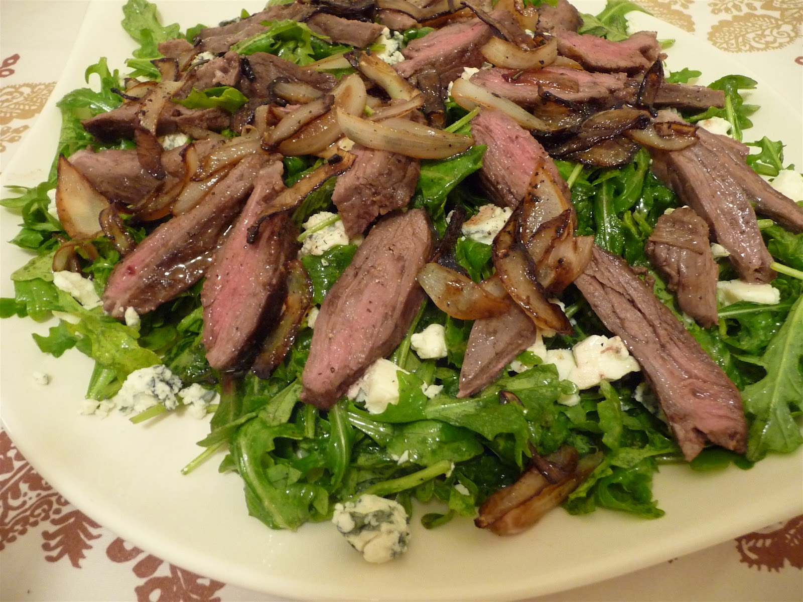 Steak salad with blue cheese and sauteed onions