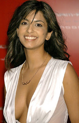 Konnie Huq cleavage