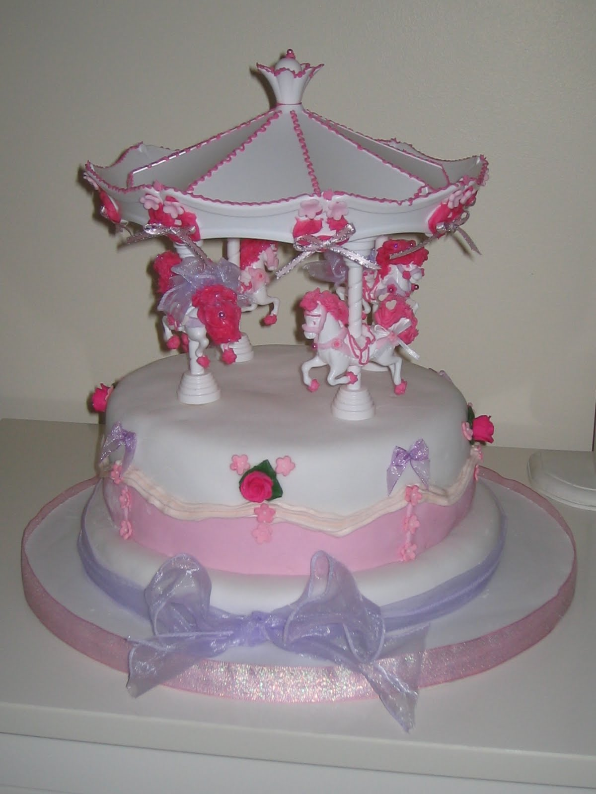 Carousel Birthday Cake http://betty-bakes.blogspot.com/2010/12/carousel-birthday-cake-for-reenaa.html