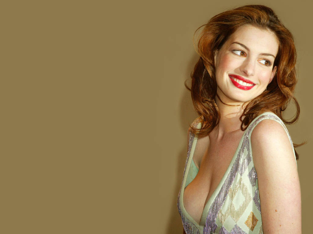 anne hathaway hot the catwoman famous for scandal