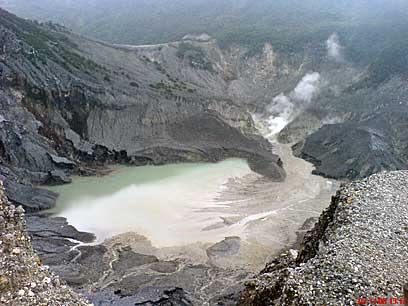 http://3.bp.blogspot.com/_ebUnF7PUwY0/TFRJ3dqaHZI/AAAAAAAAAiQ/V4O3Z4ojEj0/s1600/Gunung_tangkuban_perahu.jpg