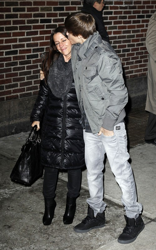 "Justin Bieber And His Mom Hug It Out At The ""Late Show"""