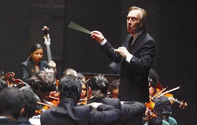 Abbado con la Orquesta Simón Bolívar en el Teatro de la Maestranza de Sevilla (© Antonio Pizarro / Diario de Sevilla)