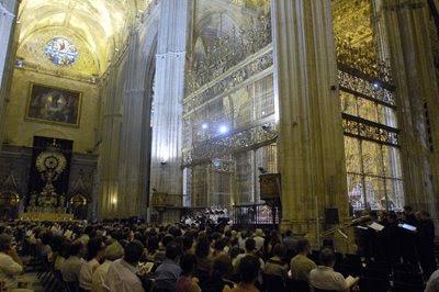 El Coro Monteverdi con Gardiner en la Catedral de Sevilla el 2 de julio de 2008 (© Manuel Gómez / Diario de Sevilla)