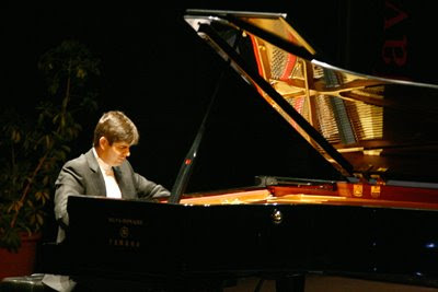 Javier Paerianes en un concierto de julio de 2006 (© Josué Correa / Diario de Sevilla)