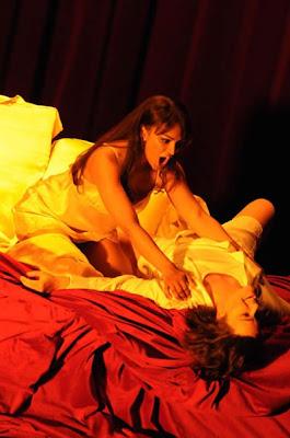 Danielle de Niese y Alice Coote en L'Incoronazione di Poppea de Robert Carsen para Glyndebourne (© Mike Hoban)