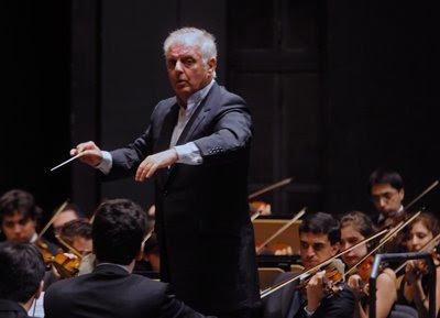 Daniel Barenboim y la Orquesta West Eastern Divan en el Teatro de la Maestranza de Sevilla el 2 de agosto de 2009 (© Juan Carlos Vázquez / Diario de Sevilla)